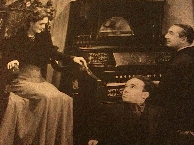 Elizabeth Russell and Bela in The Corpse Vanishes