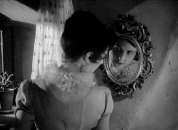 The Queen of Spades mirror