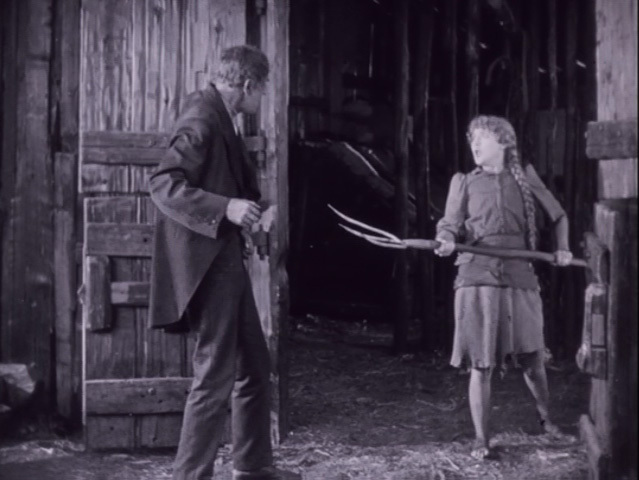 Molly (Mary Pickford) in Sparrows (1926)
