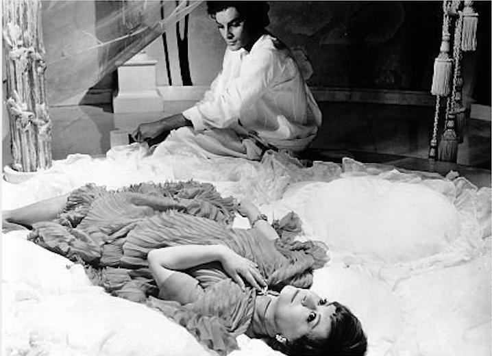GIULETTA MASINA in Fellini's masterpiece oneric journey Juilet of the Spirits 1965