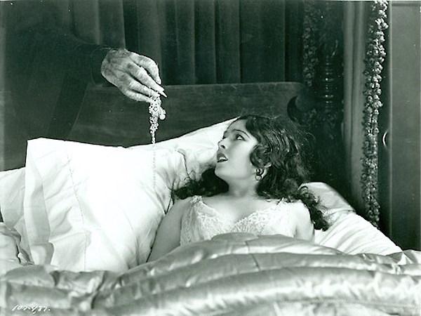 Lupita Tovar spanish version of The Cat Creeps 1930