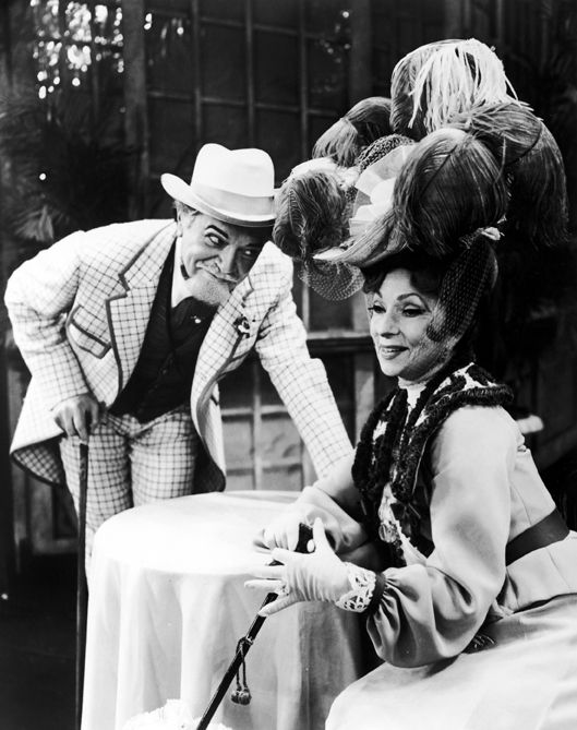 042-agnes-moorehead-theredlist-Alfred Drake and Agnes Moorehead in the stage version of the musical Gigi, 1973