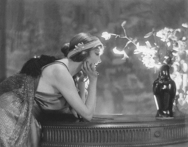 Jeanne_Eagels_-_Chéruit_dress_1921