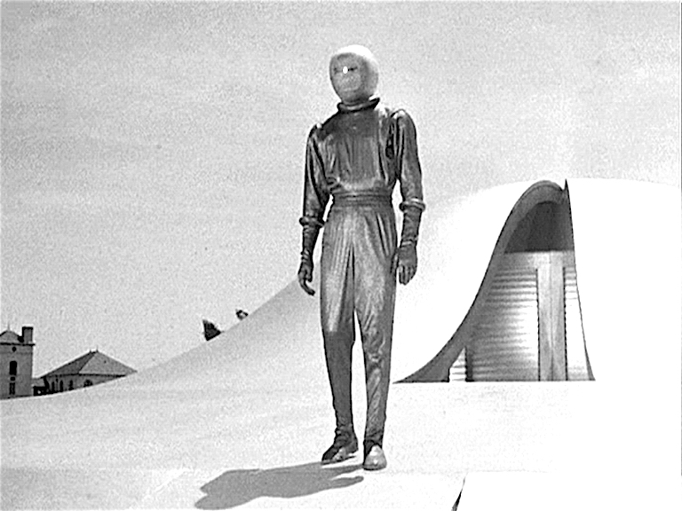 Day the Earth Stood Still-Klaatu emerges